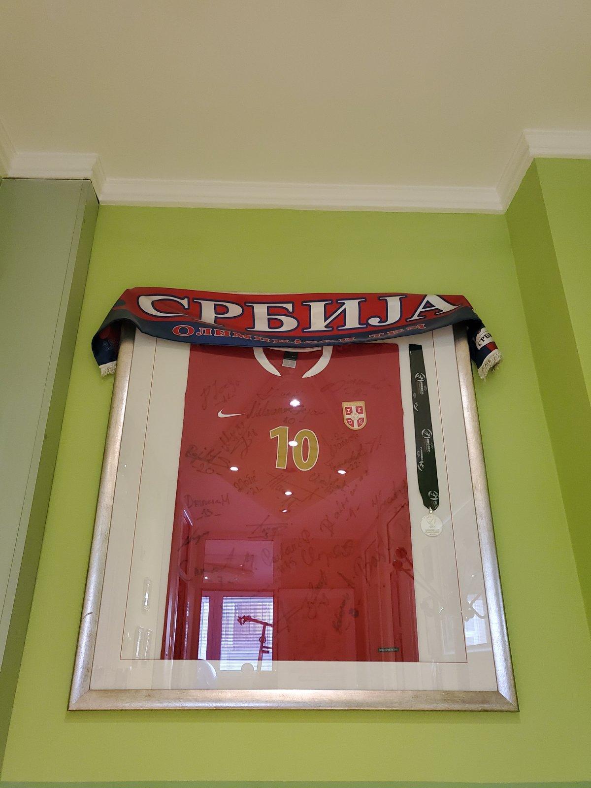 Des Ambulanta - Predosblje - Dres sa potpisima reprezentacije Srbije do 21 godine