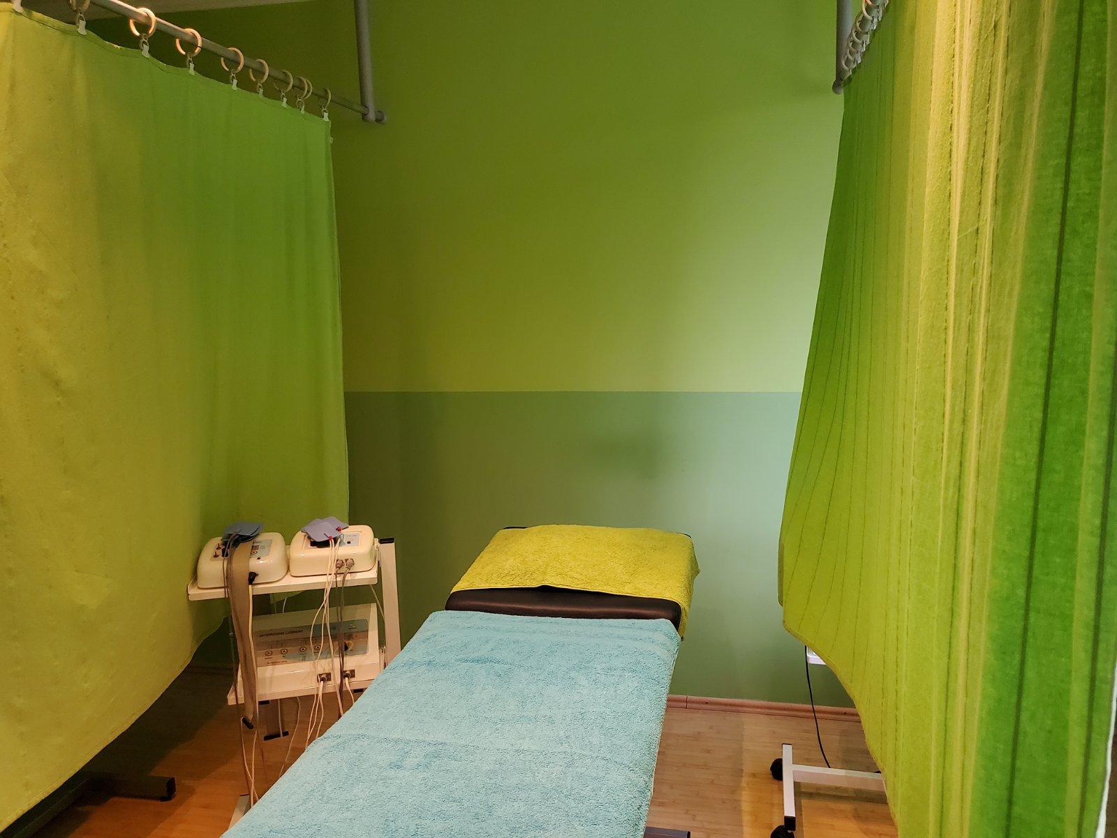 Des Ambulanta - soba sa stolom za masiranje i fizikalnu terapiju